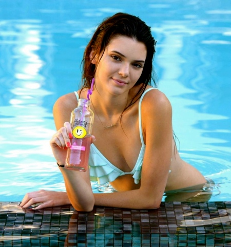 kendall-jenner-in-a-bikini-los-angeles-july-2013-hi-res-photos_5