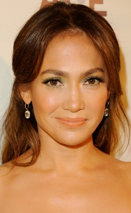 jennifer-lopez-green-eyeshadow-makeup-main