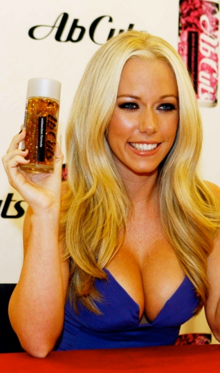 kendra-wilkinson-sexy-ab-cuts-sexy-1217718558