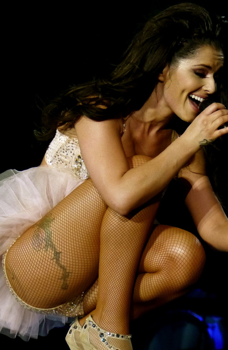 cheryl-cole-get-down-and-sexy-for-girls-aloud-performance-09-900x1200