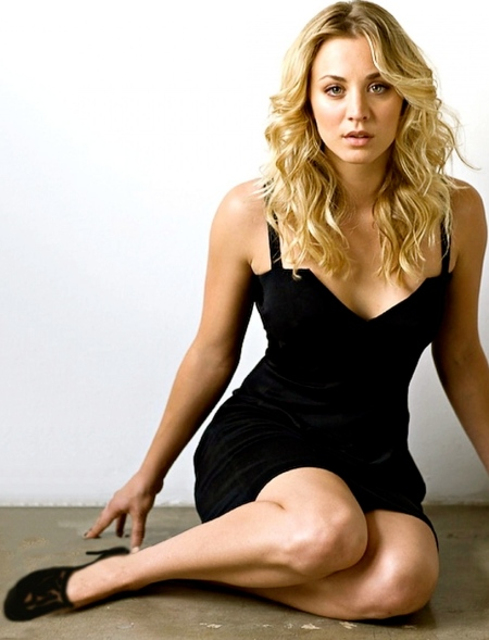 kaley-cuoco-photoshoot-wallpaper-beach-844875900