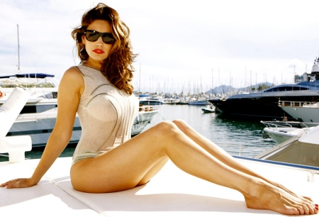 KELLY BROOK in Galore! Magazine, December 2012 Issue