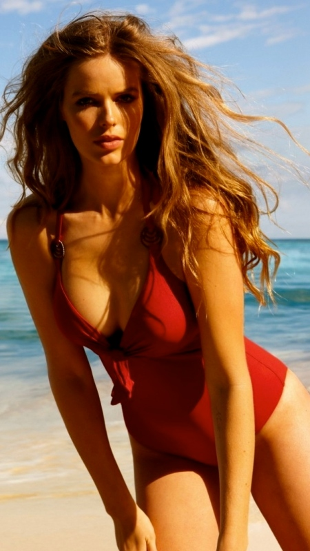 full-robyn-lawley-1273114880