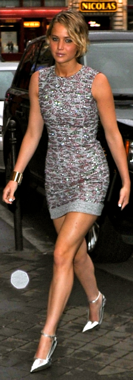 jennifer-lawrence-flaunts-legs-in-mini-dress-dior-after-party-held-at-caviar-kaspia-in-paris-july-2014_1