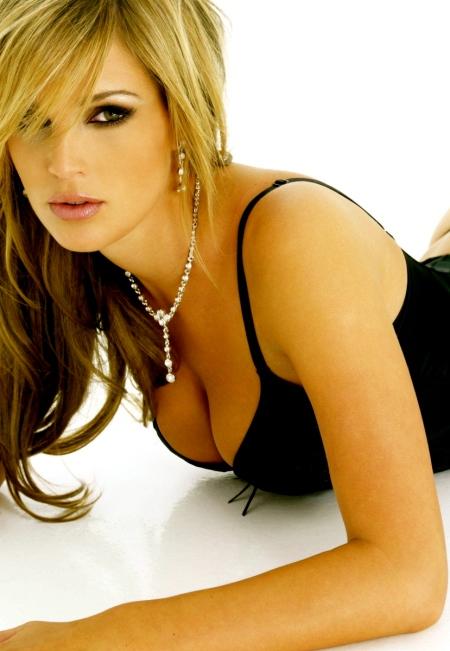 Danielle-Lloyd-1600X1200