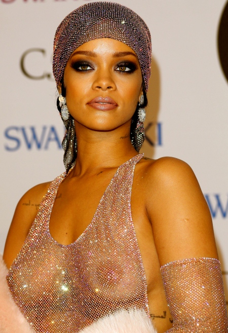 Rihanna-at-2014-CFDA-Fashion-Awards-NY-10