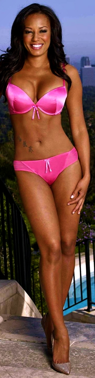 melanie-brown-for-ultimo-ultimo-2048925654