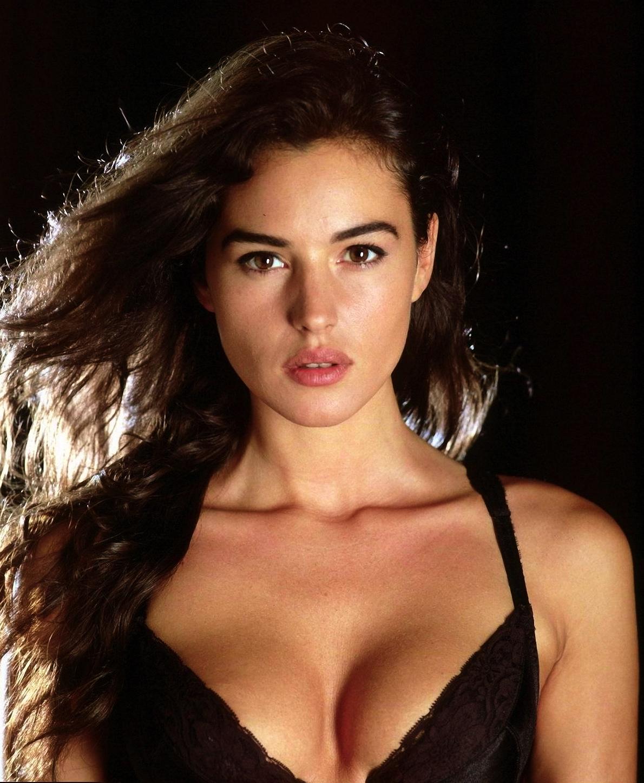 Monica Bellucci Bond