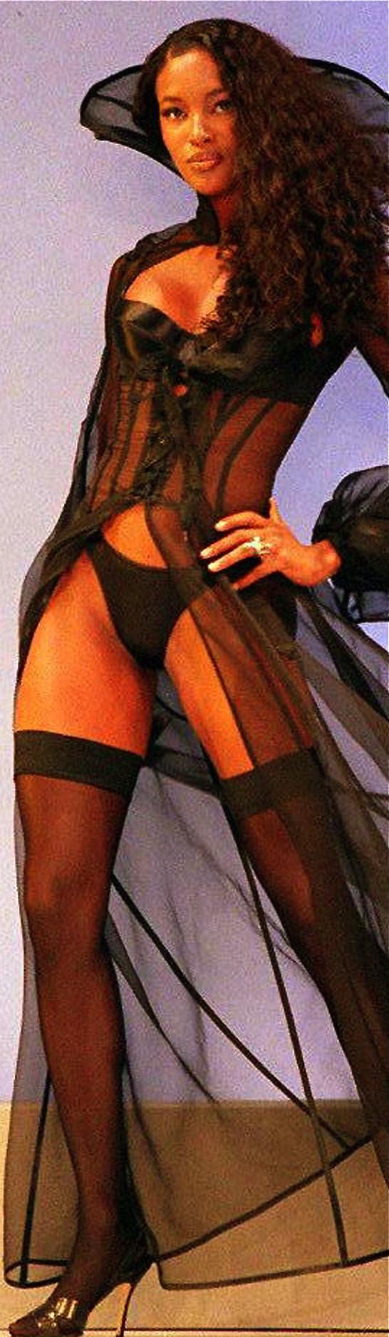El desnudo total de Naomi Campbell en Vogue - Infobae