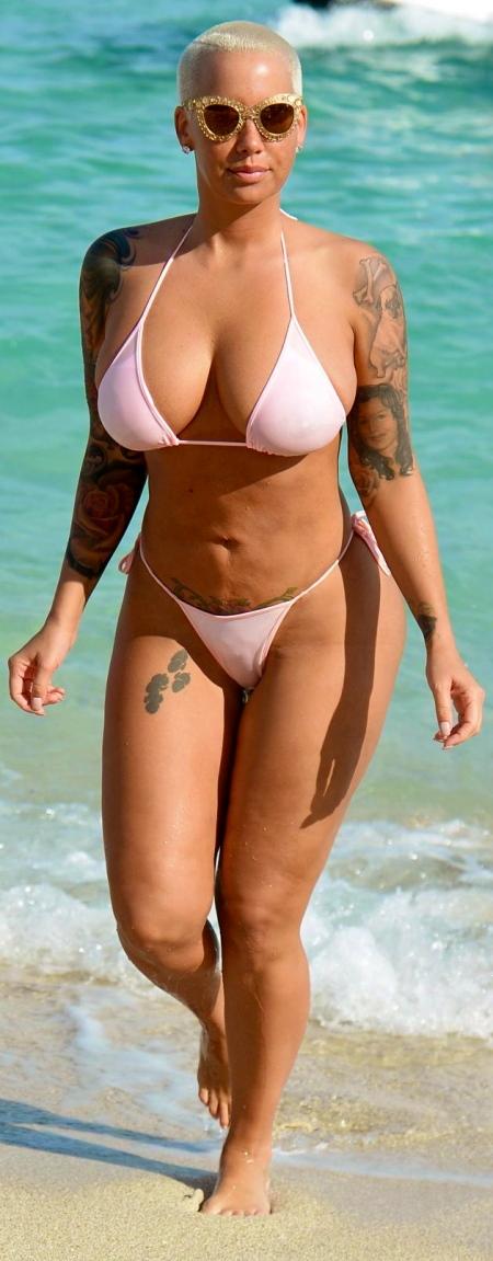 amber-rose-in-bikini-at-a-beach-in-miami_1