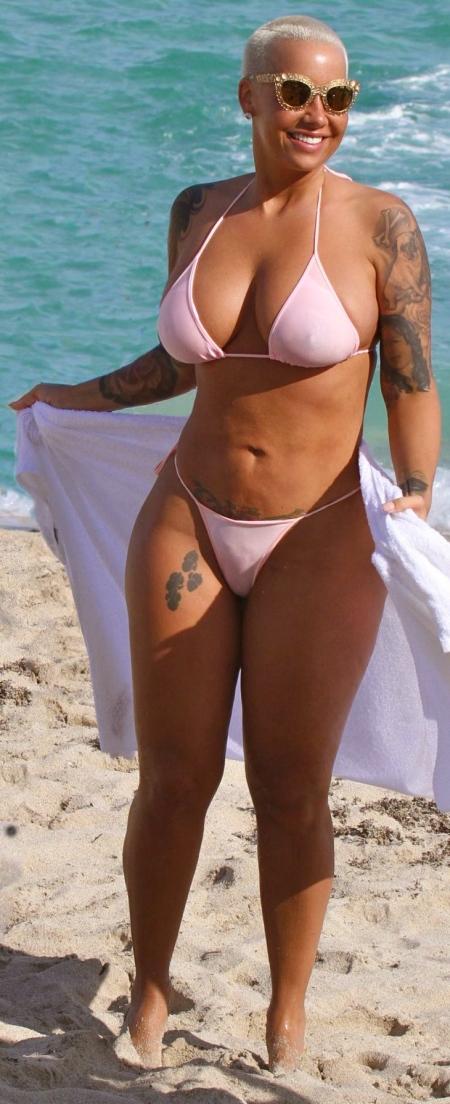 amber-rose-ride-jetski-on-the-beach-in-miami_2