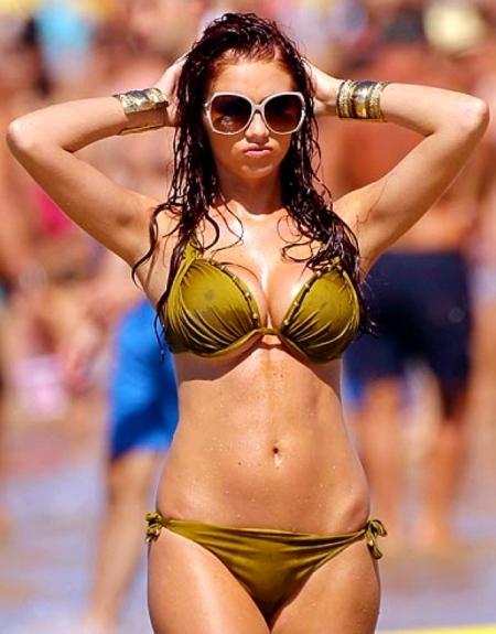 Amy-Childs-Green-Bikini-Candids-In-Portugal-01