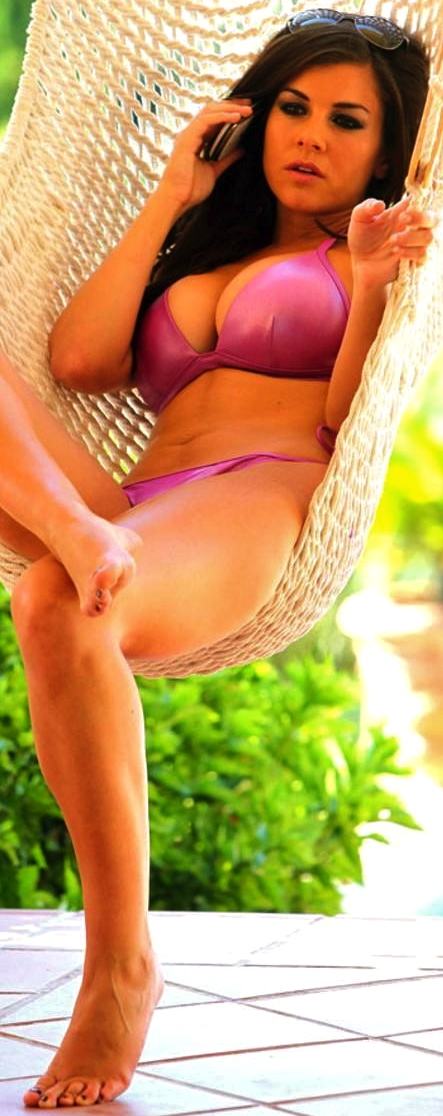 760_imogen-thomas-bikini-candids-in-marbella-spain-bikini-1647780301