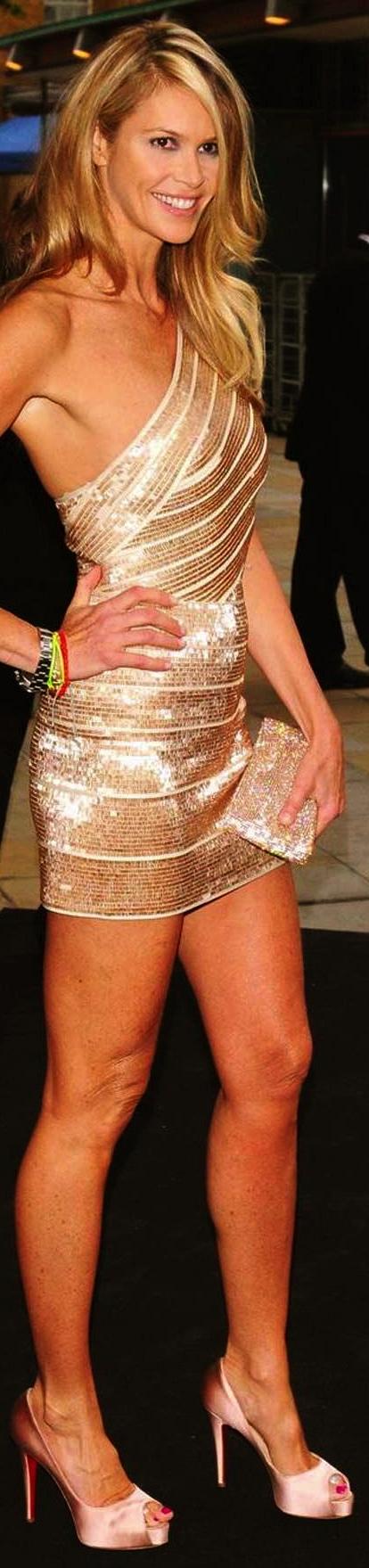 elle-macpherson-in-short-gold-dress-1661342982