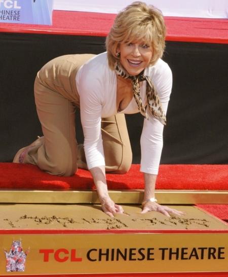 jane-fonda-handprint-and-footprint-ceremony-09