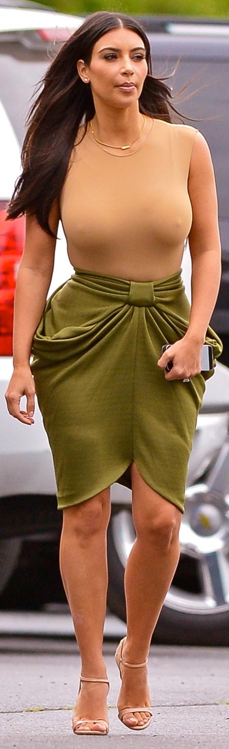 kim-kardashian-FFN_Kardashian_Clan_KRD_081214_51501062