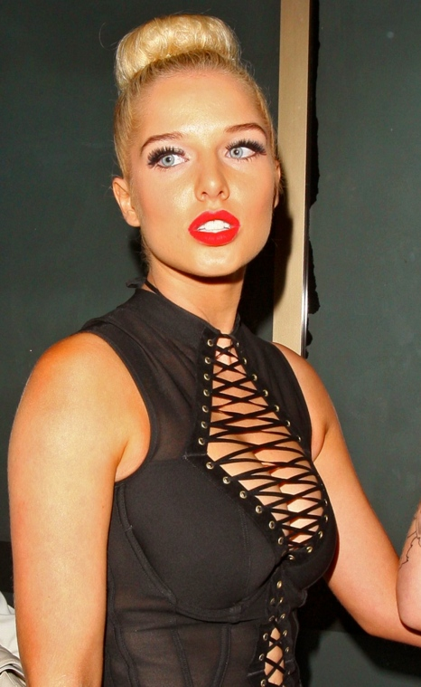helen-flanagan-out-in-london_1