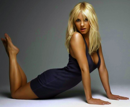 kaley-cuoco-photoshoot-wallpaper-1646990403