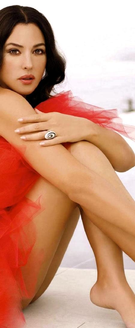 monica-bellucci-red-carpet-1207163337