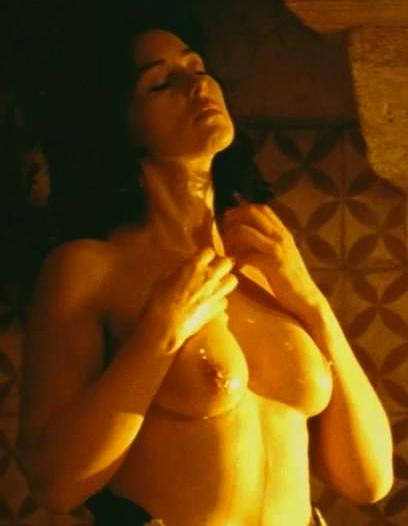 33189-monica-bellucci-nude-sexy-scene-2