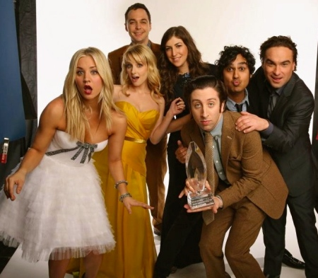 mayim-bialik-kaley-cuoco-johnny-galecki-simon-helberg-melissa-rauch-and-kunal-nayyar-in-the-big-bang-theory-large-picture-mayim-bialik-1578794093