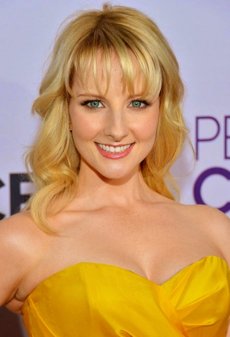 melissa-rauch-cleavage-and-kaley-cuoco-42625421