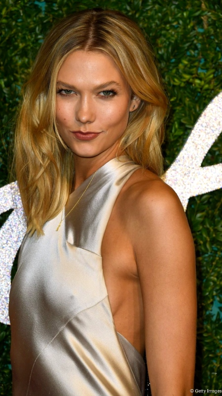 4182-karlie-kloss-with-a-beachy-blowout-905x0-2