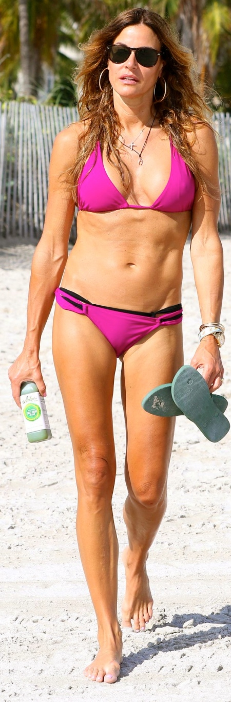 kelly-bensimon-in-a-pink-bikini-in-south-beach-january-2015_4