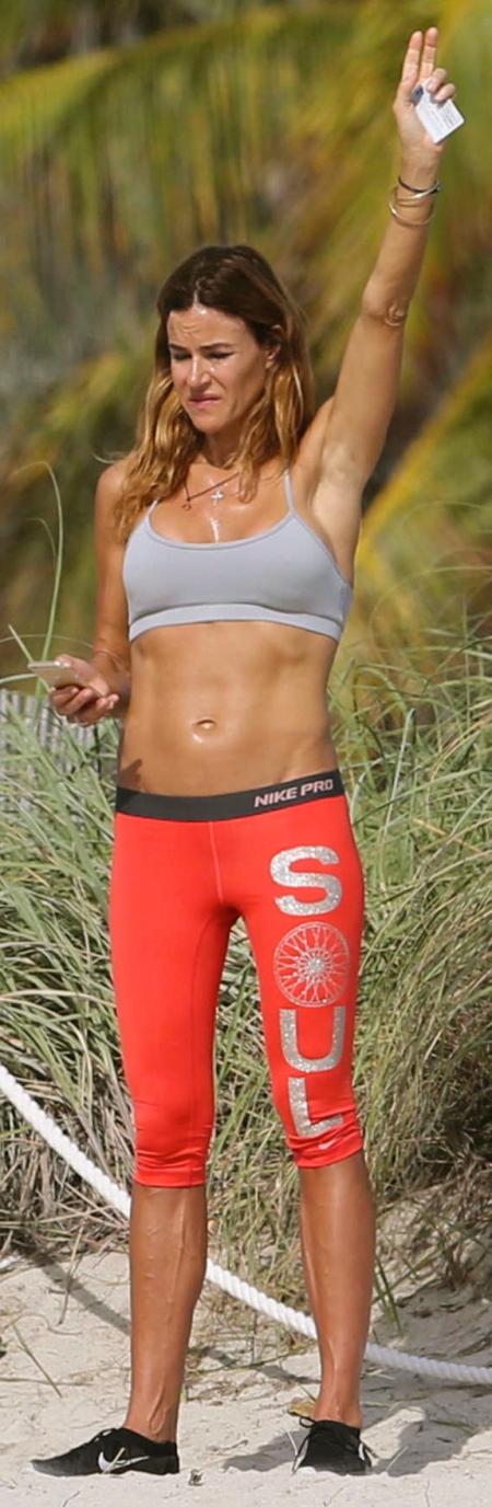 Kelly-Bensimon-in-Leggings-Jogging--04