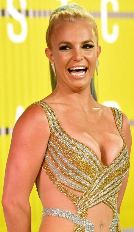 britney-spears-at-mtv-video-music-awards-2015-in-los-angeles_1
