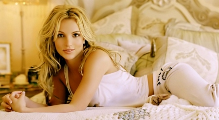britney-spears-wallpaper-background-wallpaper-1300997665