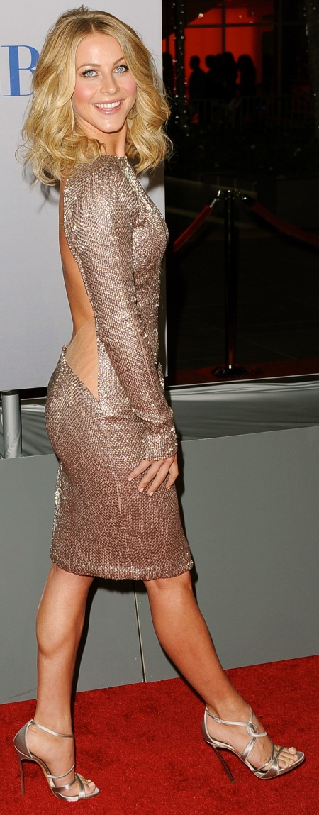 arrives at the 2012 People's Choice Awards held at Nokia Theatre L.A. Live on January 11, 2012 in Los Angeles, California.