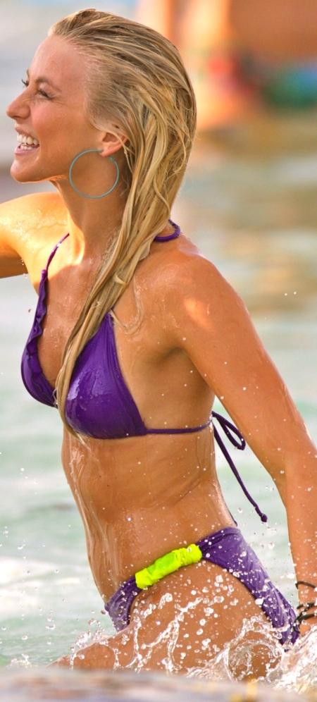 julianne-hough-in-bikini-at-set-rock-of-ages-in-miami-hot-1429519123