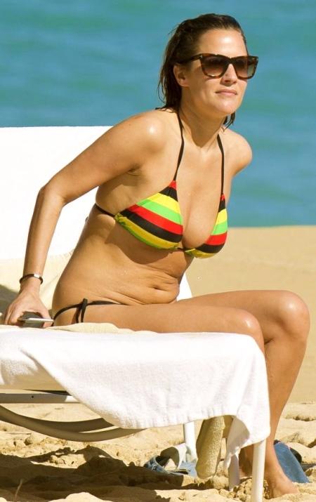 caroline-flack-in-bikini-on-the-beach-in-jamaica_12