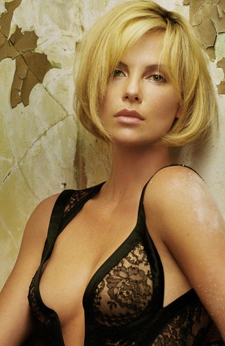 Charlize+Theron+Hot_4