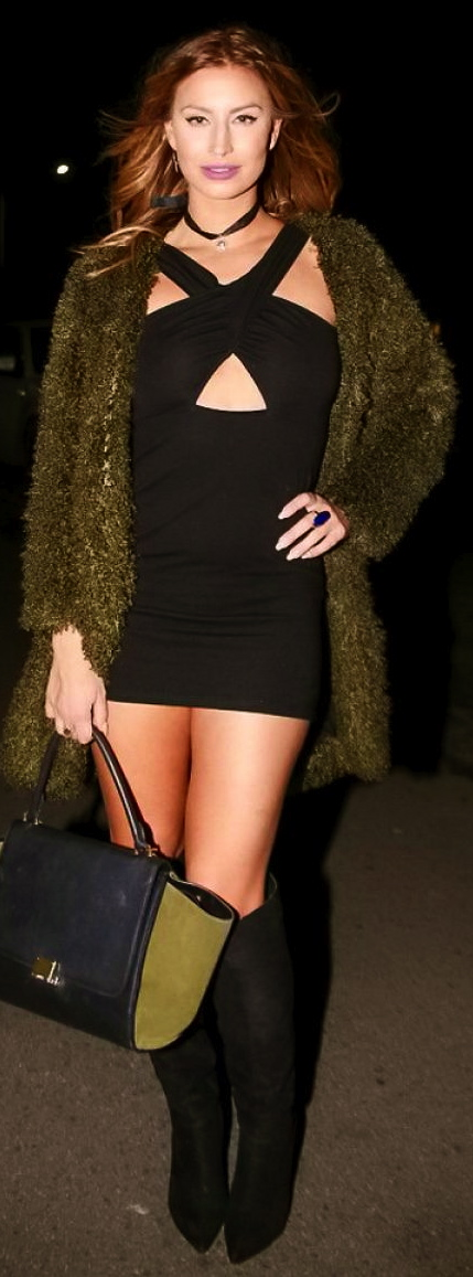 ferne-mccann-night-out-style-arriving-at-shepherd-dog-pub-in-essex-december-2015-3
