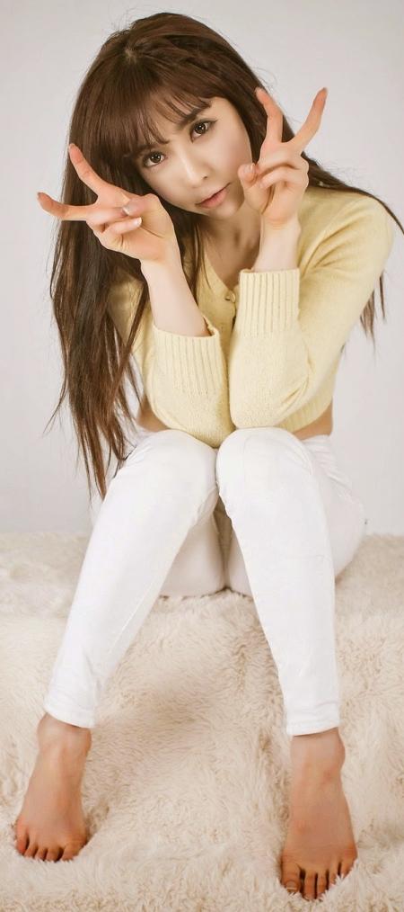 2 Jo Se Hee - Yellow Sweater - very cute asian girl-girlcute4u.blogspot.com