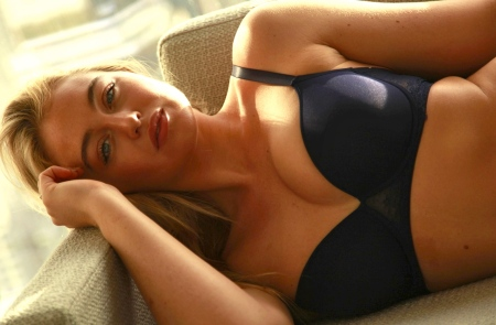 iskra-lawrence-model-behavior-famous-plus-size-models-1615870929