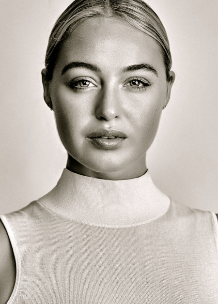 iskra-lawrence-studio-1159860014