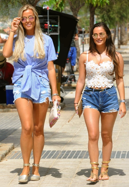 Chloe-Meadows-and-Courtney-Green-Rollerblading--19