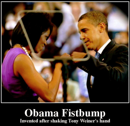 obama-fistbump-invented-after-shaking-tony-weiner-s-hand-d97c0a