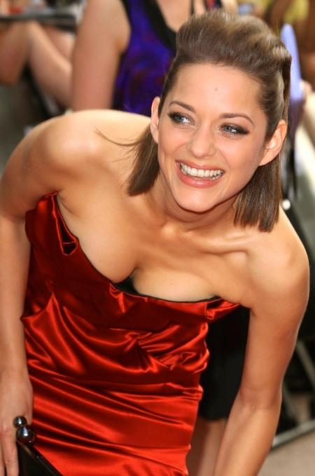 marion-cotillard-public-enemies-in-red-dress-sexy-98985108