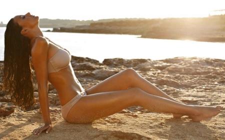 michelle-keegan-in-bikini-wallpaper-1805671095