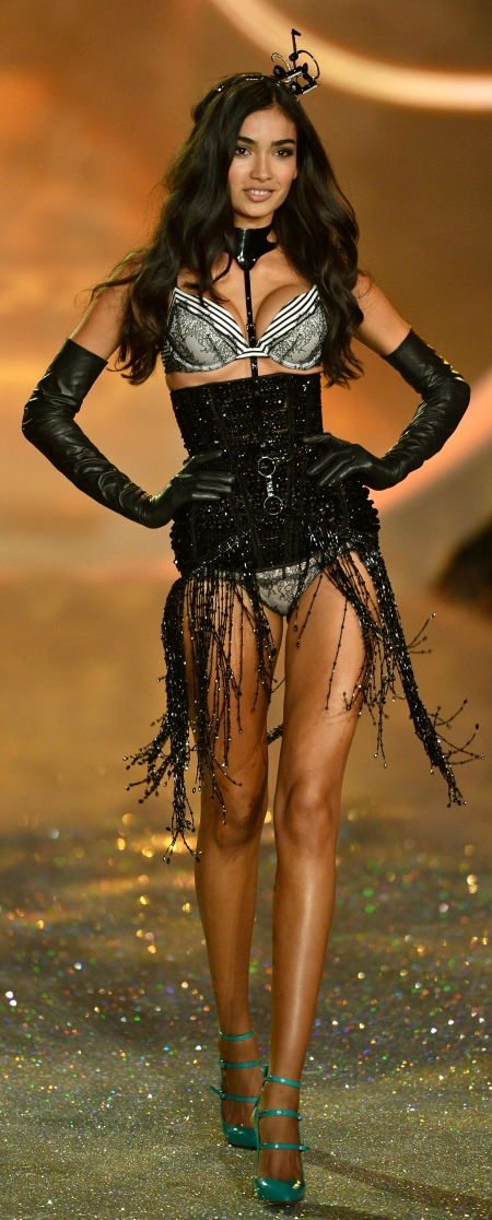 Kelly Gale runway at Victoria's Secret Fashion show 2013 (Lexington Avenue Armory, New York, 13.11.2013)