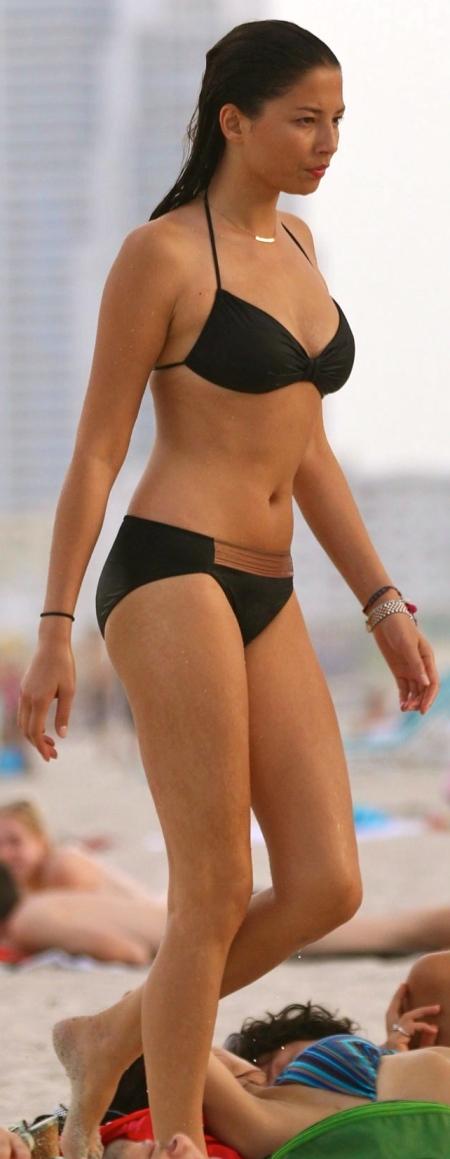 jessica-gomes-and-nicole-trunfio-in-bikinis-on-the-beach-in-miami-beach-1821784616