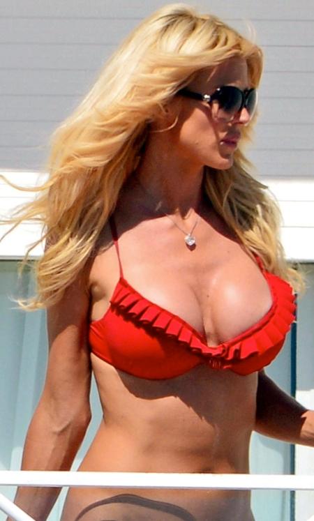 victoria-silvstedt-in-bikini-in-france-1373980035