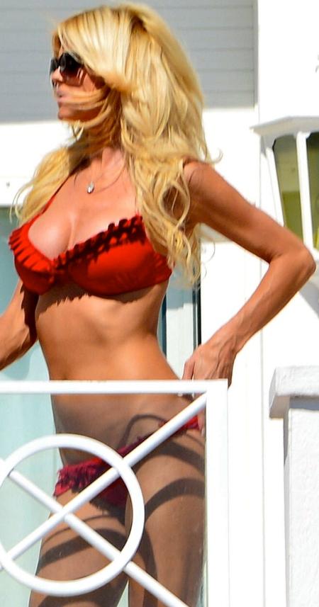 victoria-silvstedt-in-bikini-in-france-866002848