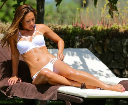 myleene-klass-hot-in-white-bikini-at-pool-myleene-klass-1707498865