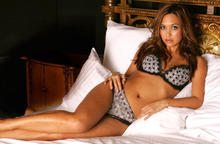 myleene-klass-hot-wallpapers-20-_9